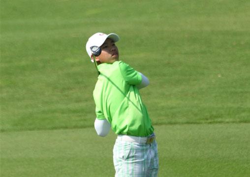 """""""今年,关天朗依然主战青少年赛场,但渐渐在越来越多的专业业余高尔夫"""